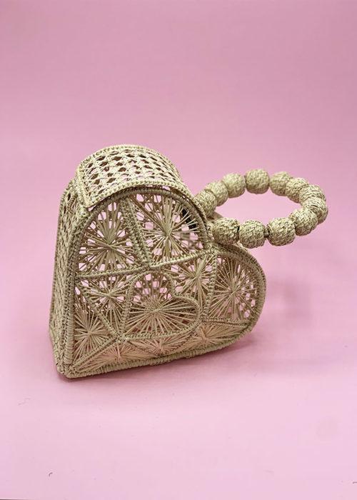 borsa di paglia intrecciata a forma di cuore