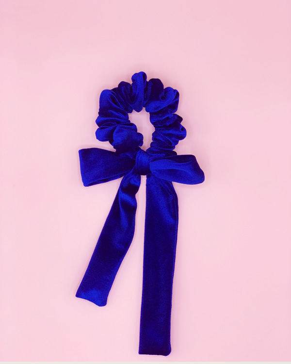 scunchie con fiocco in velluto blu royal