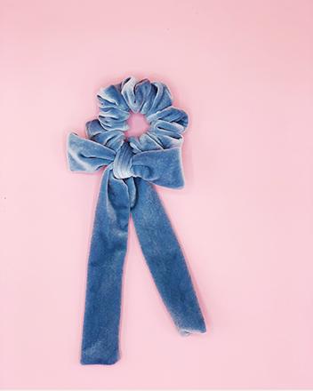scrunchy con fiocco velluto azzurro