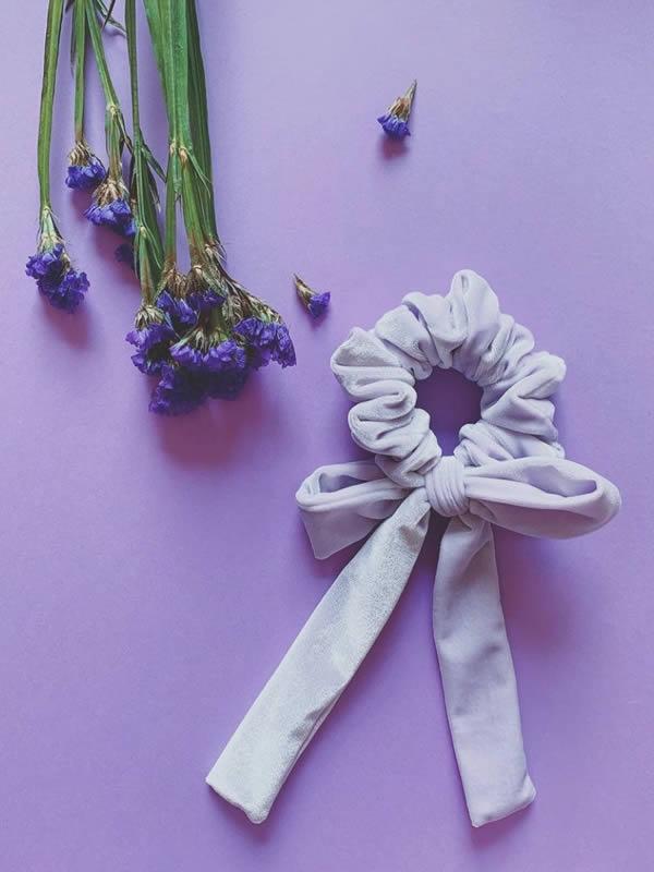 scrunchy velluto con fiocco colore lilla