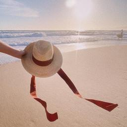 cappello cruise in spiaggia