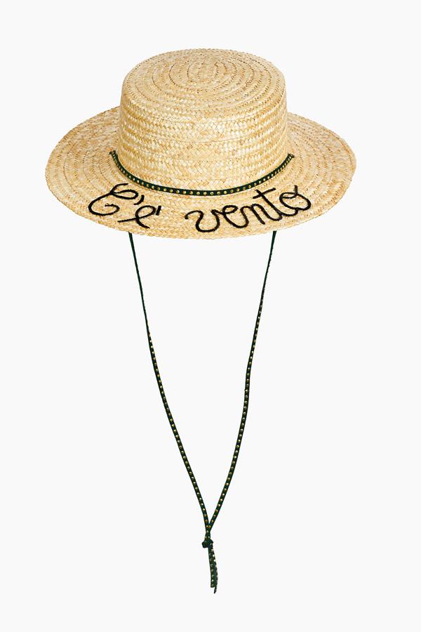 cappello in paglia con scritta c'è vento in pallettes